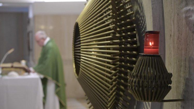 Đức Thánh Cha: Giáo Hội tăng trưởng trong thinh lặng, chứ không phô diễn