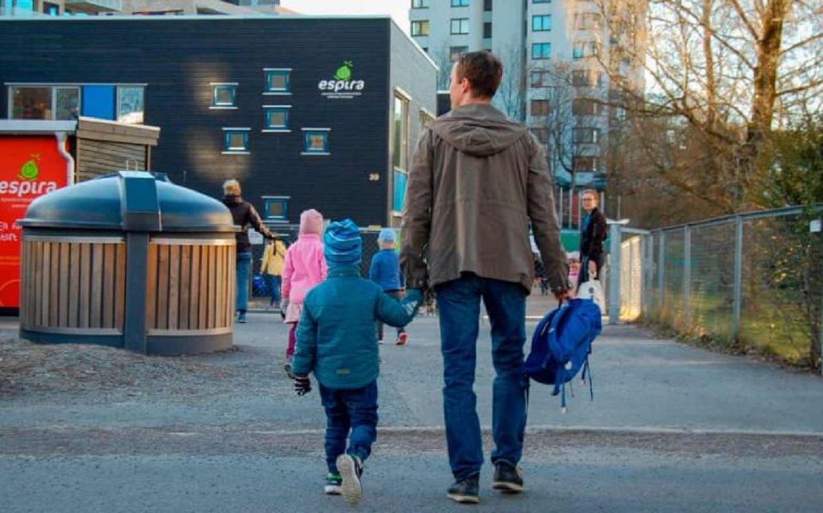 Các học sinh trở lại trường tại Na Uy