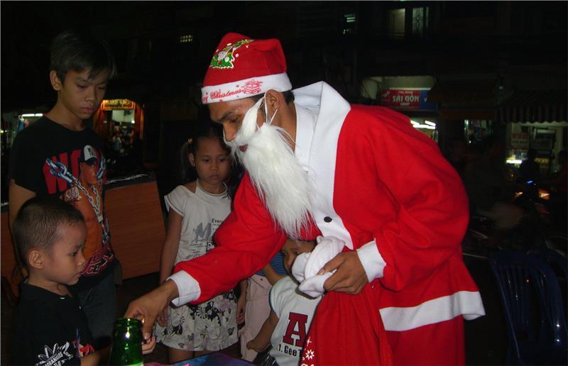 Công giáo Việt Nam phục vụ người nghèo và trẻ em vào dịp Lễ Giáng sinh