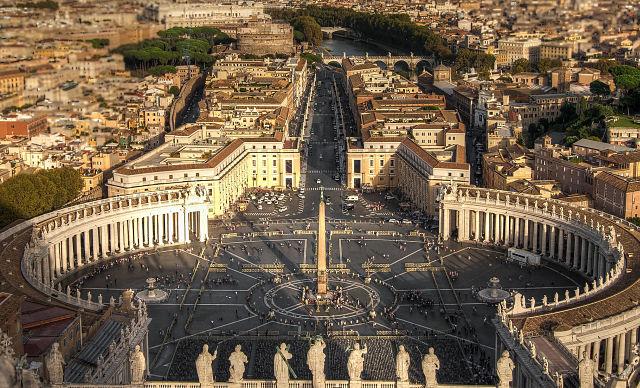 Đức Hồng Y Robert Sarah: Bàn về sự tín nhiệm của Giáo Hội Công Giáo
