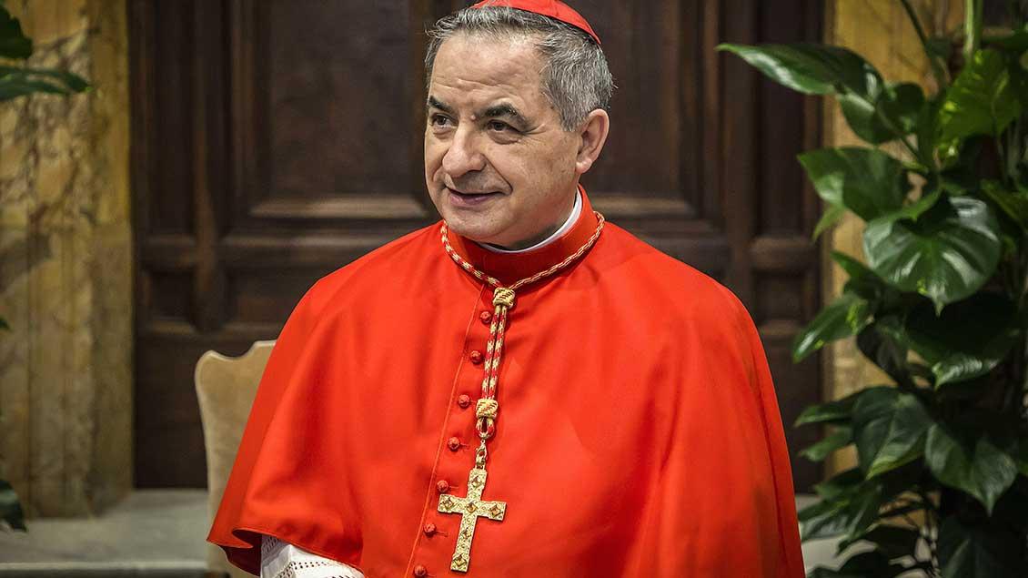 ĐTC nhận đơn từ chức của ĐHY Becciu, Tổng trưởng Bộ Phong thánh