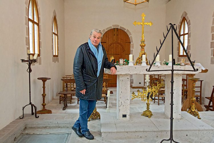 """Alain Delon: """"Niềm say mê của tôi, đó là Mẹ Maria"""""""