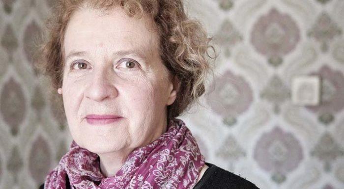 Bác sĩ Isabelle Chartier-Siben săn sóc các nạn nhân bị lạm dụng thiêng liêng