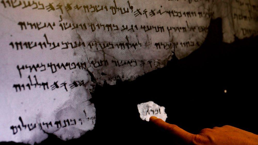 Bản văn Kinh Thánh Do Thái cổ được phát hiện từ các mảnh Qumran