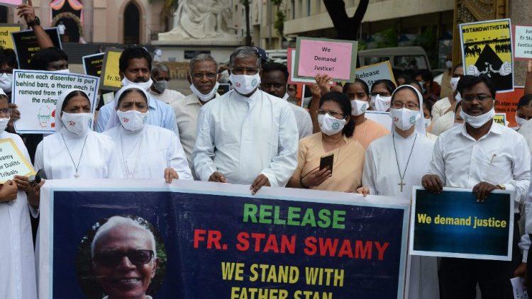 Các giám mục Á châu liên đới với linh mục dòng Tên bị giam tù