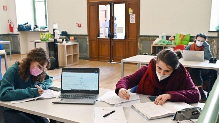 Các Giám mục Pháp ủng hộ các trường đại học hoạt động bình thường trở lại