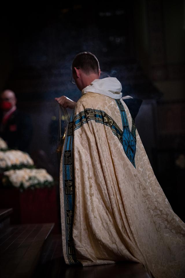 Các linh mục cũng cần những lời cầu nguyện! Các ngài không phải là những siêu anh hùng