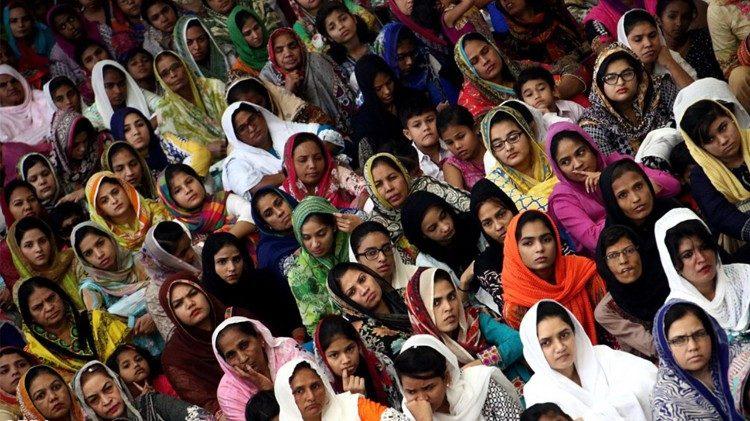 Cha mẹ thiếu nữ Pakistan cầu cứu Đức Giáo hoàng