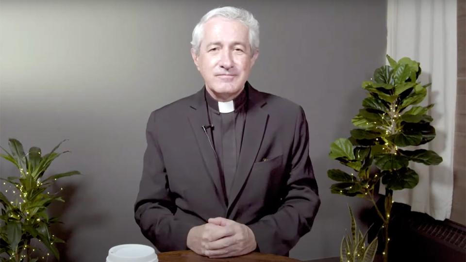 Cha Michael White đưa ra kế hoạch chi tiết cho việc đổi mới giáo xứ tại Đại hội Thánh Thể Quốc tế