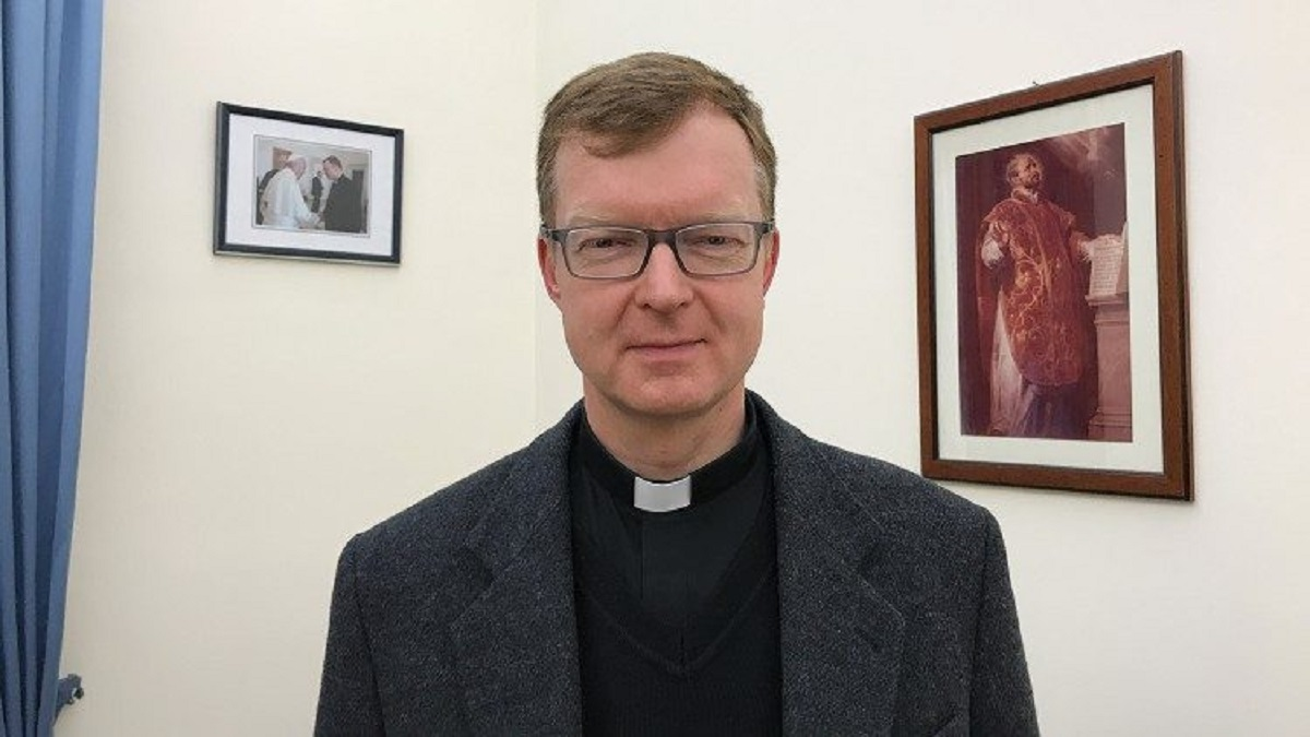 Cha Zollner: Bảo vệ trẻ em là ưu tiên hàng đầu của Giáo hội bất chấp đại dịch