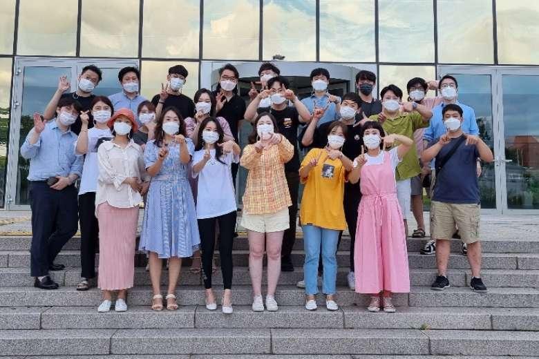 Nhóm nhạc của giới trẻ Công giáo Hàn Quốc hát ngợi khen Chúa