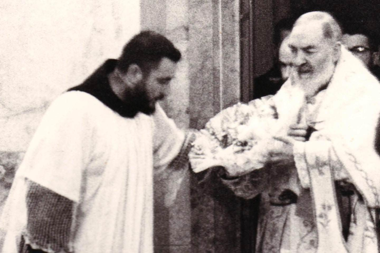 Chịu in Năm Dấu Thánh, cha Padre Pio rất đau đớn