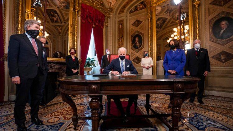 Chủ tịch HĐGM Hoa Kỳ hy vọng tổng thống Biden cùng Giáo hội giải quyết nạn phá thai