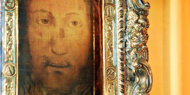 Chứng tá của Linh mục Dòng Đa Minh được chữa lành khi cầu khẩn Gương mặt Thánh thành Tours