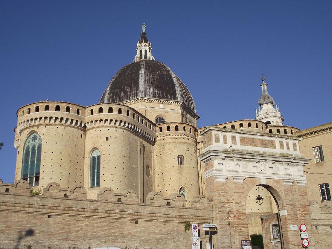Chương trình thăm viếng đền thánh Đức Mẹ Loreto và ký Tông huấn dành cho giới trẻ