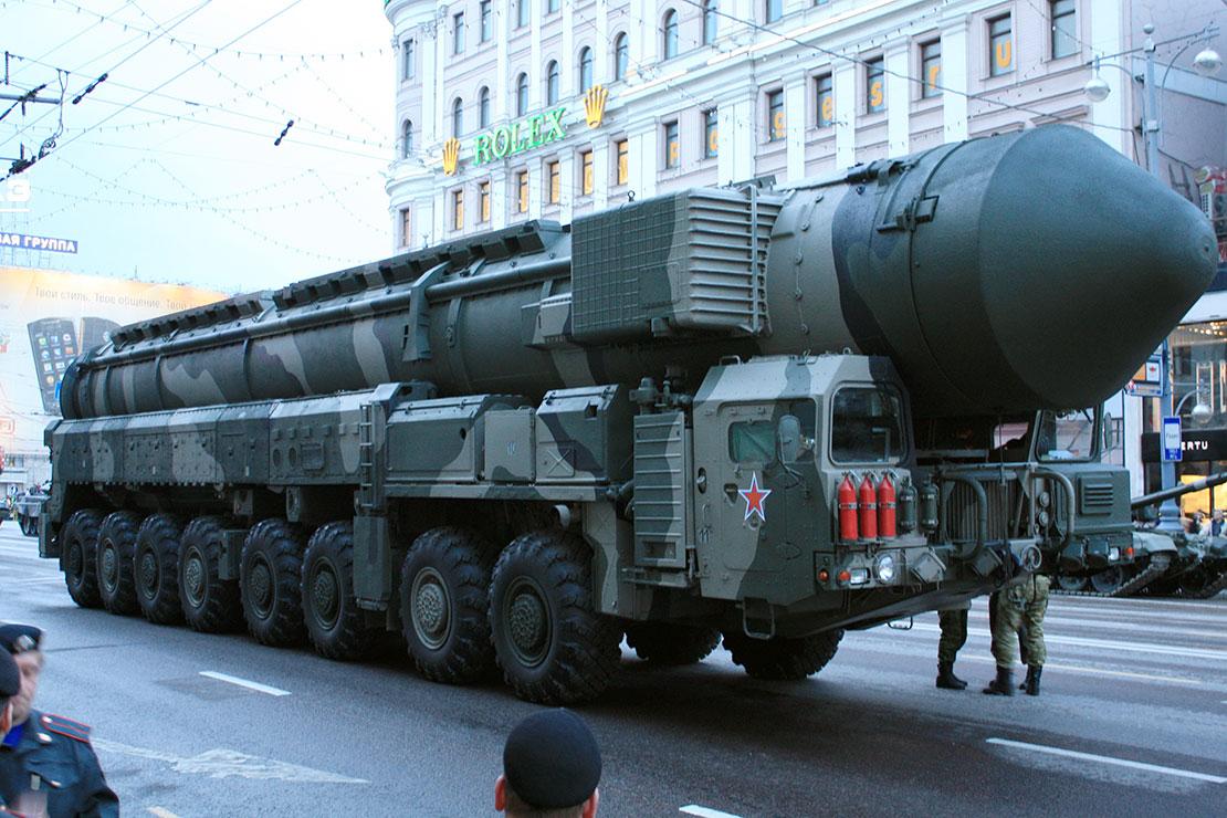 Chuyện không tin cũng xảy ra: Chính Thống Giáo Nga tranh cãi gay gắt về việc làm phép các vũ khí hạt nhân