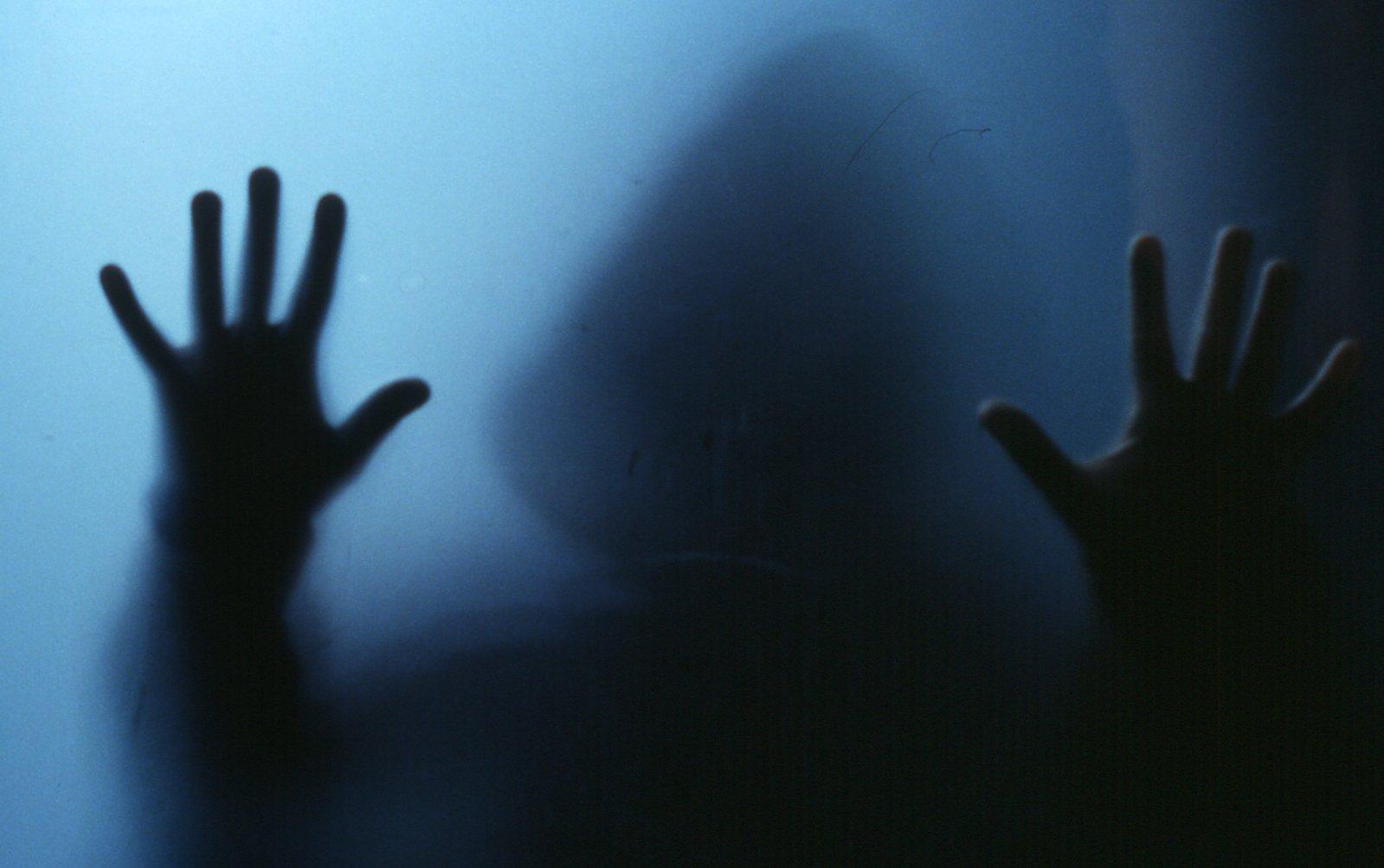 Con người có thể tiếp xúc với ma quỷ được không?