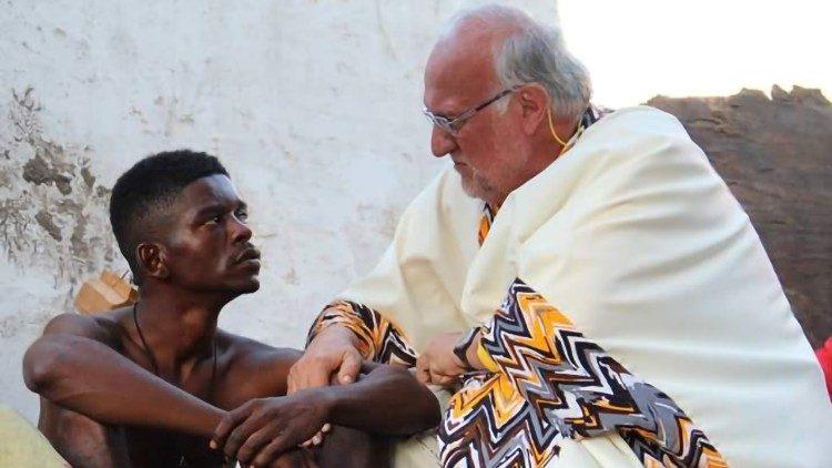 Cha Renato Chiera, người cha của những đứa con không được yêu thương
