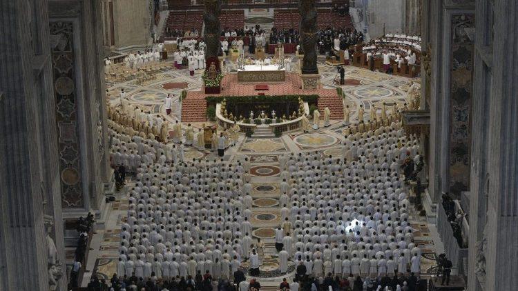 ĐTC Chủ sự thánh lễ làm phép dầu