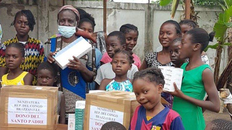 ĐTC hỗ trợ thuốc cho một trung tâm trẻ mồ côi ở Congo