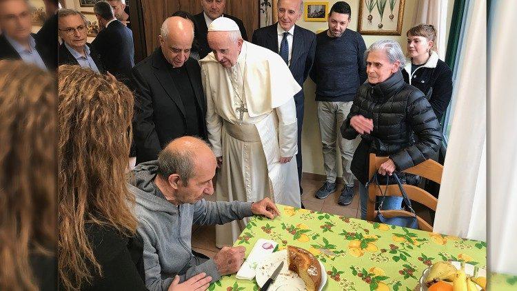ĐTC thăm Làng Emanuele cho bệnh nhân Alzheimer ở Roma