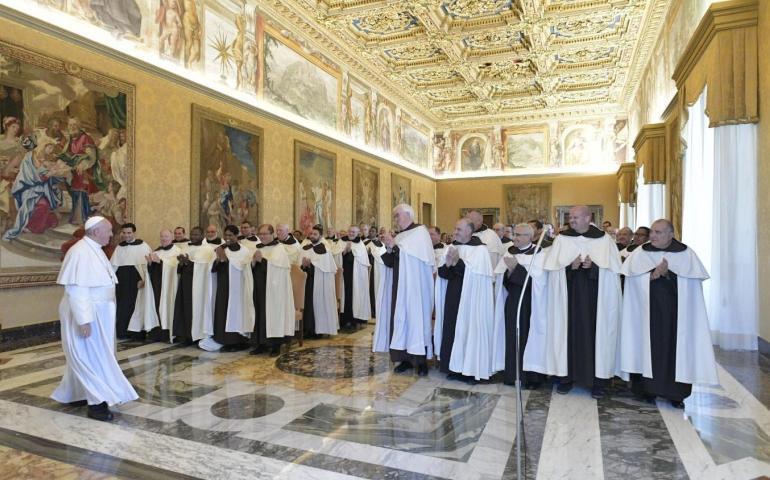 Đức Giáo Hoàng Phanxicô nói với các tu sĩ Dòng Cát Minh: Hãy chiêm ngắm Thiên Chúa và tìm kiếm Ngài, đặc biệt nơi người nghèo