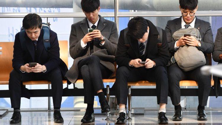 Hãy lấy điện thoại thông minh ra khỏi con cái của bạn