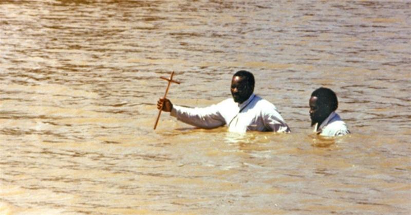 Cuộc tranh luận giữa Công Giáo và Tin Lành về việc rửa tội giữa sông