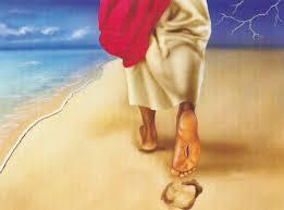 Dấu chân trên cát.