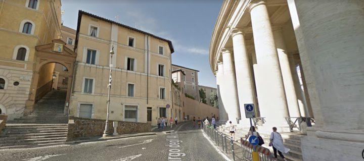 Dinh Migliori nhìn ra quảng trường Thánh Phêrô dành cho người vô gia cư