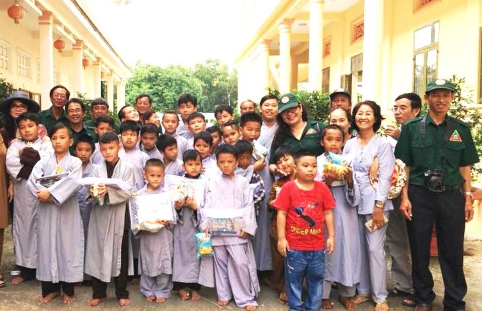 Đoàn CTXH Nghĩa Sinh: Giúp cho 30 em cô nhi đóng học phí và mua học cụ đầu niên học 2018-2019
