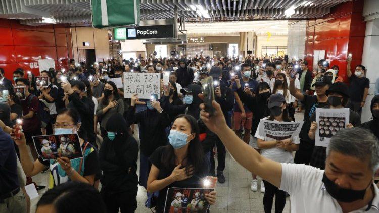 Đọc Kinh Mân Côi và điều tra độc lập - con đường hòa giải cho Hồng Kông