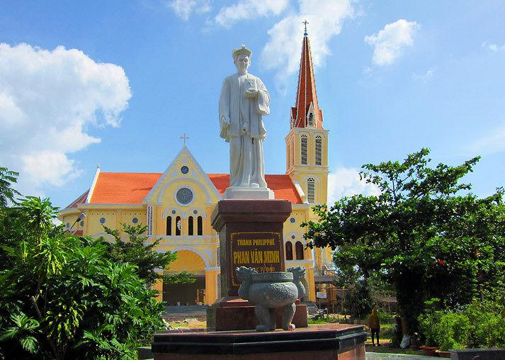Đón tiếp khách hành hương về trung tâm Đình Khao