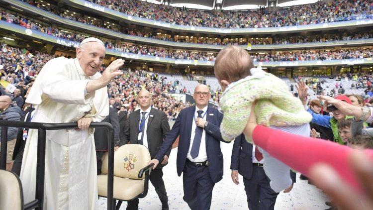 ĐTC mời các gia đình tham gia Cuộc Gặp gỡ Các Gia đình Công giáo Thế giới