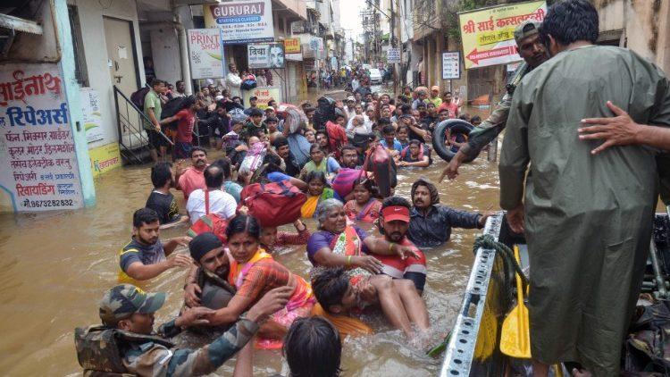 ĐTC Phanxicô chia buồn với Ấn Độ vì thảm hoạ lũ lụt