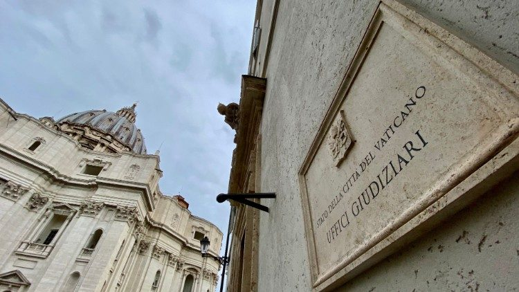 ĐTC Phanxicô sửa đổi bộ luật hình sự của Vatican, giảm án và cải tạo phạm nhân