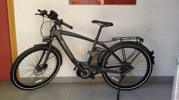 ĐTC tặng một xe đạp điện cho buổi bán đấu giá từ thiện