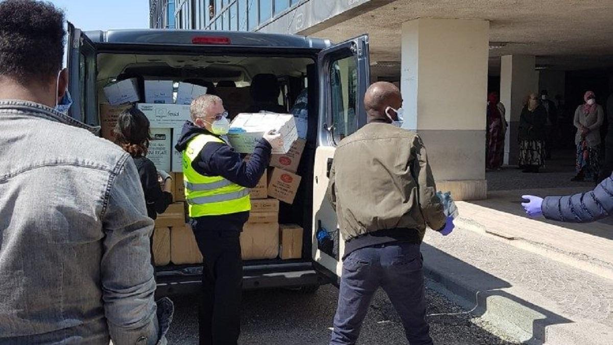 ĐTC tặng thực phẩm và vật dụng y tế cho người nhập cư thất nghiệp ở ngoại ô Roma