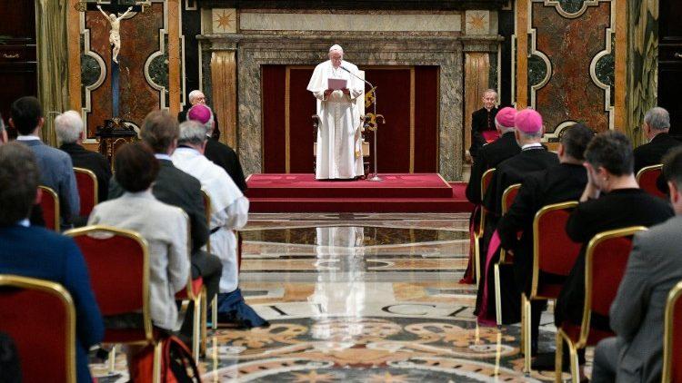 ĐTC tiếp kiến Ủy ban Giáo lý của các HĐGM châu Âu
