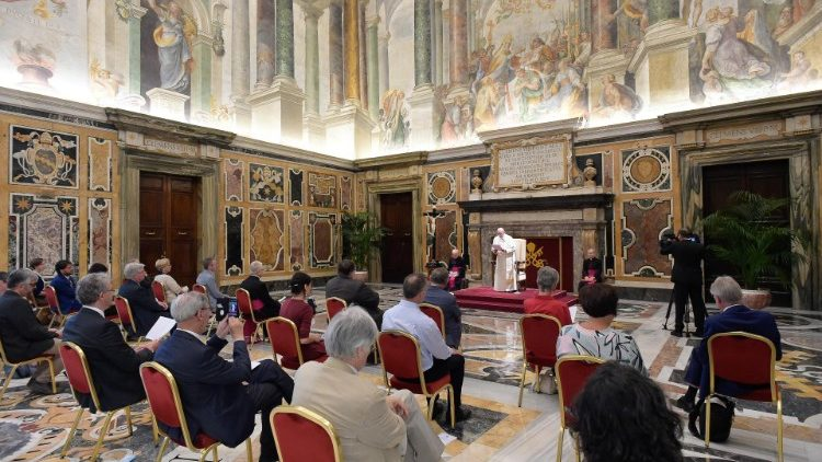 ĐTC: Truyền thông Công giáo phải mang niềm hy vọng và tin tưởng vào tương lai