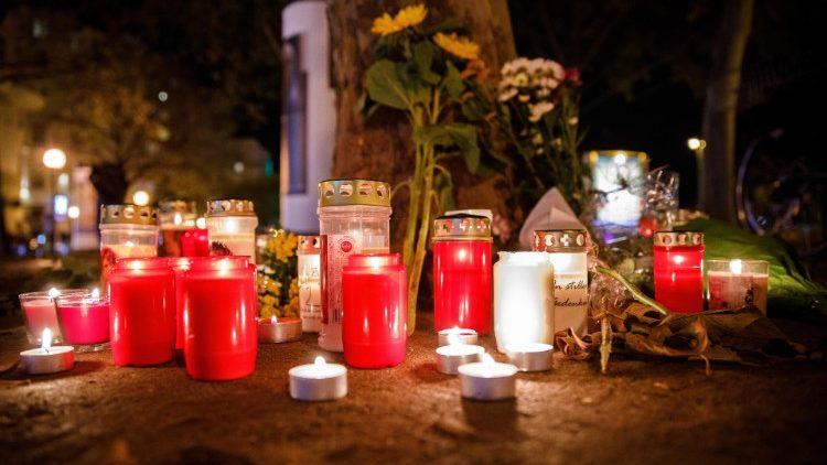 ĐTC và các giám mục trên thế giới đau buồn về các vụ tấn công ở Vienna