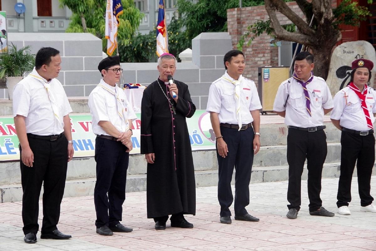Đức cha Anphong Nguyễn Hữu Long khai mạc ngày tĩnh huấn huynh – dự trưởng TNTT Gp. Vinh