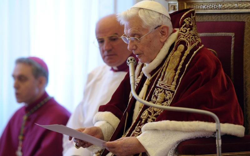 Đức Giáo Hoàng danh dự Bênêđíctô thứ 16 nhận định Thiên Chúa đã bị đặt xuống hàng thứ yếu trong Phụng Vụ