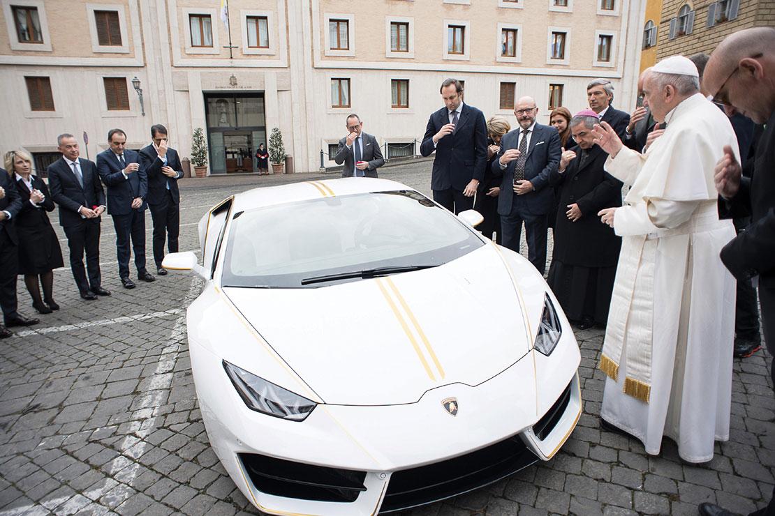 Đức Giáo Hoàng đấu giá chiếc Lamborghini lấy tiền giúp tái định cư các Kitô hữu Iraq
