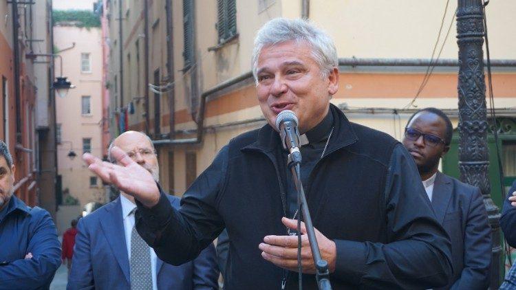 Đức Hồng Y Krajewski khánh thành một nhà trọ cho người nghèo ở