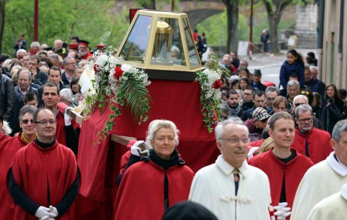 Đức Phanxicô, giáo hoàng của lòng mộ đạo bình dân