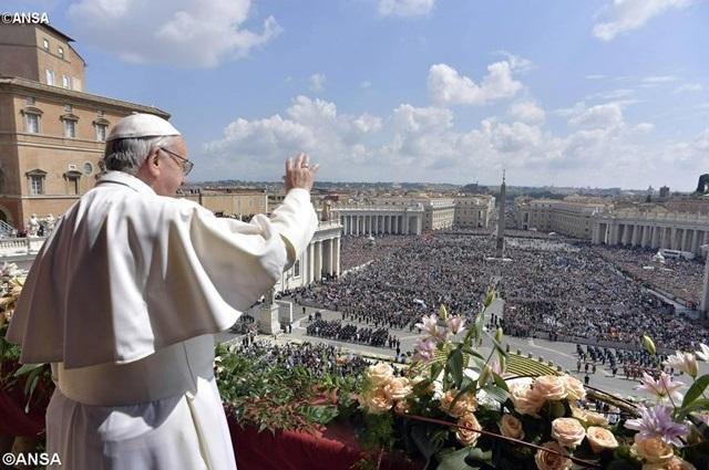 Đức Thánh Cha công bố Sứ Điệp Phục Sinh và ban Phép Lành Urbi et Orbi