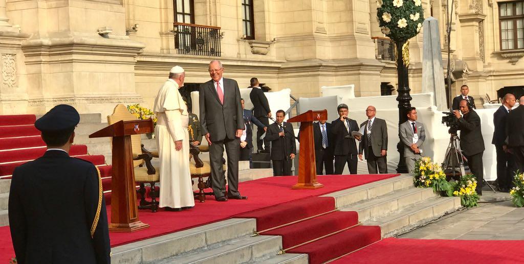 Đức Thánh Cha gặp chính quyền Peru