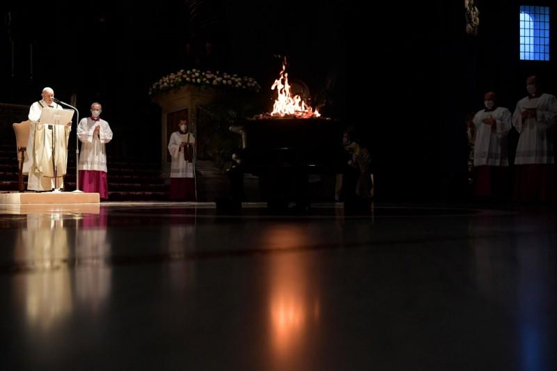 Đức Thánh cha giải thích ý nghĩa của Tam  Nhật Vượt Qua
