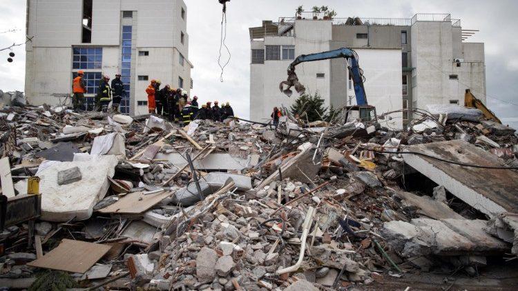 Đức Thánh Cha tặng 100 ngàn euro cứu trợ nạn nhân động đất ở Albani